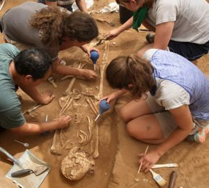 Arqueólogos descubren cementerio filisteo