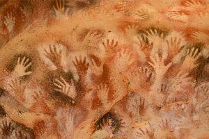 Pintura en las paredes de una cueva